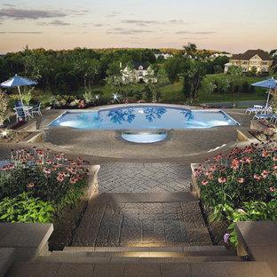 Modelo de piscinas y jacuzzis naturales, tradicionales, de tamaño medio, a medida, con adoquines de hormigón
