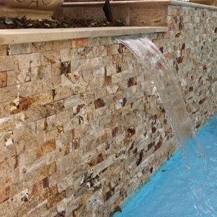 Modelo de piscina con fuente alargada, vintage, de tamaño medio, a medida, en patio, con adoquines de piedra natural