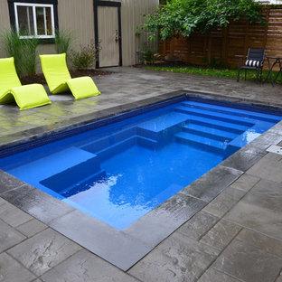 Imagen de piscina contemporánea, pequeña, rectangular, en patio trasero, con adoquines de hormigón
