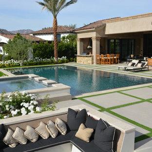 Foto de piscinas y jacuzzis mediterráneos, rectangulares, en patio trasero