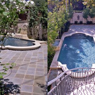 Imagen de piscina con fuente alargada, tradicional, grande, rectangular, en patio trasero, con adoquines de ladrillo