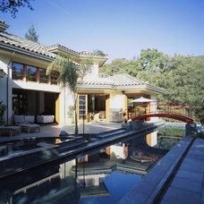 Tropical Pool by Louie Leu Architect, Inc.