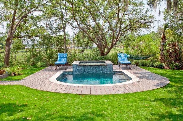 American Traditional Swimming Pool by AquaBluePools