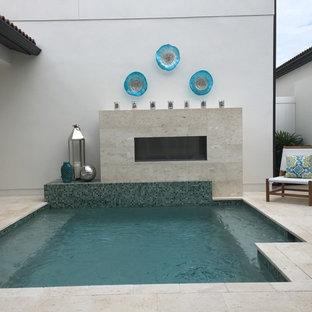 Ejemplo de piscina contemporánea pequeña