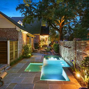 Ejemplo de piscinas y jacuzzis naturales, clásicos renovados, pequeños, a medida, en patio, con adoquines de piedra natural