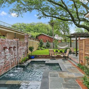 Foto de piscinas y jacuzzis naturales, clásicos renovados, pequeños, a medida, en patio, con adoquines de piedra natural