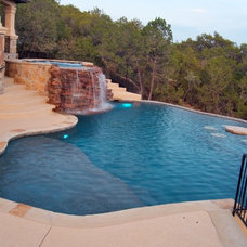 Traditional Pool by Cody Pools, Inc.