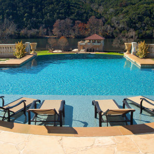 Pool - traditional infinity pool idea in Austin