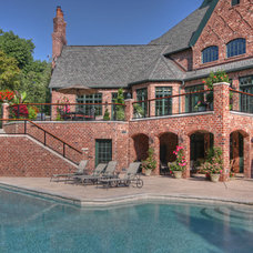 Traditional Pool by Mosby Building Arts