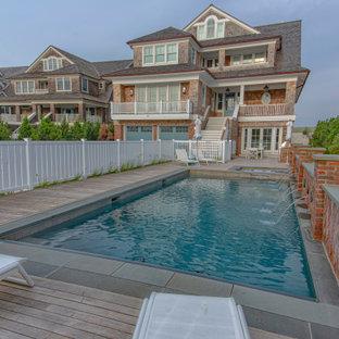 Imagen de piscina marinera, de tamaño medio, rectangular, en patio delantero, con entablado