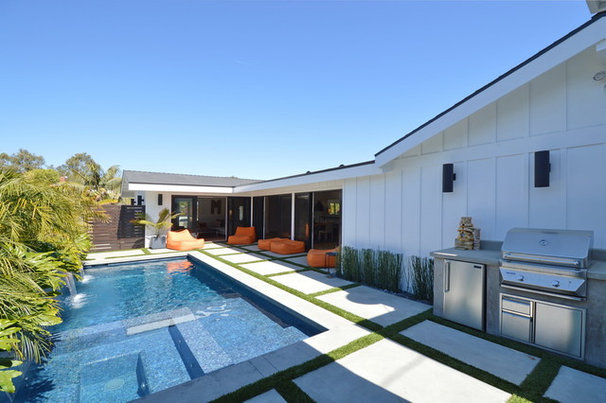 Midcentury Pool by Jeannette Architects