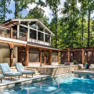 Ejemplo de piscina campestre, rectangular, en patio trasero