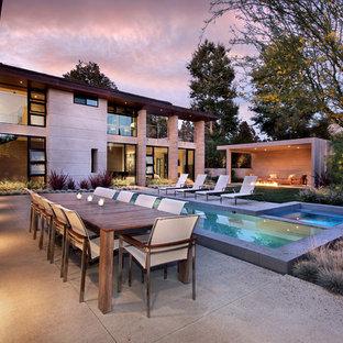 Diseño de piscina alargada, actual, rectangular, en patio