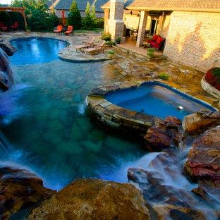 Diseño de piscinas y jacuzzis naturales, rústicos, pequeños, a medida, en patio trasero