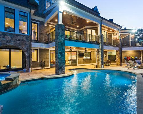 piscine int rieure avec des pav s en pierre naturelle et. Black Bedroom Furniture Sets. Home Design Ideas