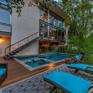 Foto di un'ampia piscina fuori terra minimal rettangolare davanti casa con pedane