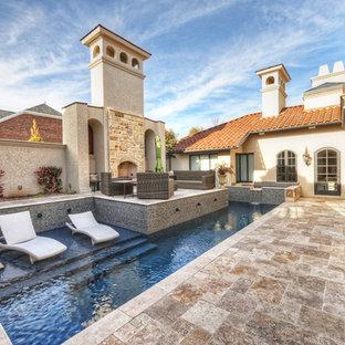Imagen de piscinas y jacuzzis alargados, mediterráneos, de tamaño medio, a medida, en patio, con adoquines de piedra natural
