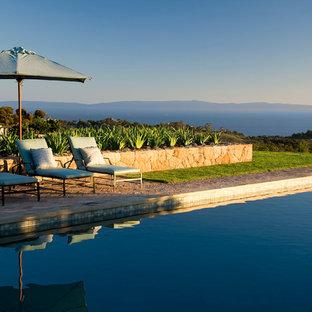 Неиссякаемый источник вдохновения для домашнего уюта: прямоугольный бассейн в средиземноморском стиле