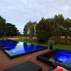Modern Pool by Aloha Pools Pty Ltd
