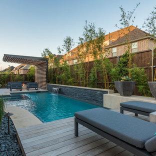 Diseño de piscina tradicional renovada, pequeña, a medida, en patio trasero, con losas de hormigón