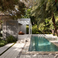 Modern Pool by Raymond Jungles, Inc.