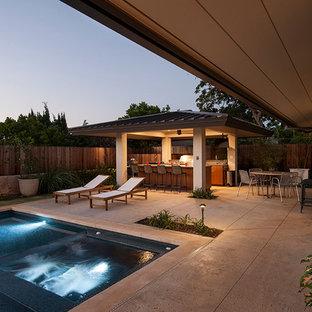 Imagen de piscina elevada, vintage, grande, rectangular, en patio trasero, con adoquines de piedra natural