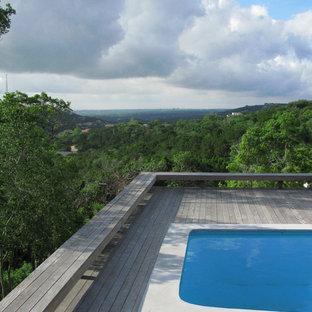 Esempio di una piscina minimalista sul tetto con pedane