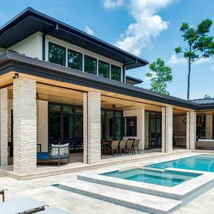 Foto de piscinas y jacuzzis infinitos, retro, de tamaño medio, rectangulares, en patio trasero, con adoquines de piedra natural