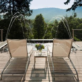 Diseño de piscinas y jacuzzis vintage, de tamaño medio, rectangulares, en patio trasero, con entablado
