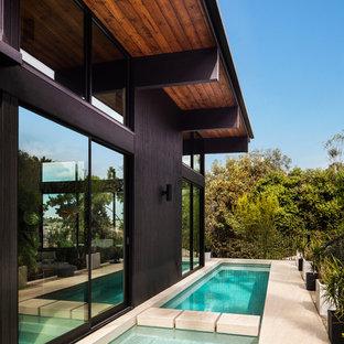Ejemplo de piscinas y jacuzzis alargados, retro, rectangulares