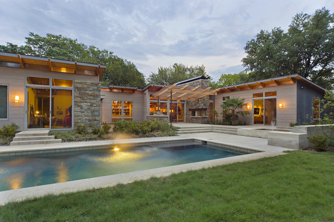 Contemporary Pool by Domiteaux + Baggett Architects, PLLC
