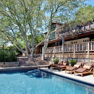 Ispirazione per una piscina classica rettangolare con pedane