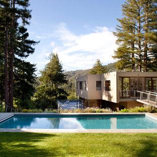 Ejemplo de piscina moderna, de tamaño medio, rectangular, en azotea