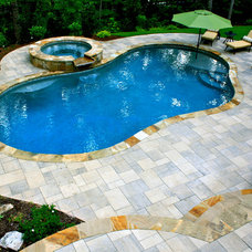 Traditional Pool by Boyce Design and Contracting, LLC