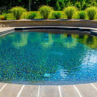 Imagen de piscina natural, rural, de tamaño medio, a medida, en patio lateral, con adoquines de piedra natural