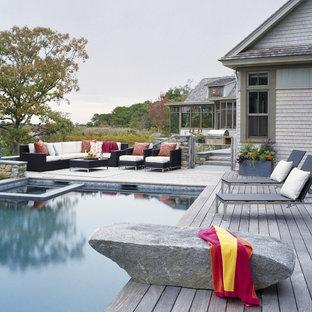 Diseño de piscina clásica renovada, rectangular, con entablado
