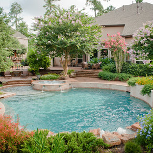 Example of a large classic backyard round pool design in Houston