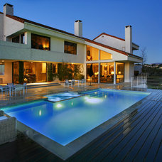 Contemporary Pool by Los Angeles Pool Builders, Inc