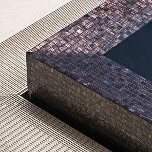 Ejemplo de piscina elevada, moderna, pequeña, rectangular, en azotea