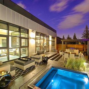 Ejemplo de piscinas y jacuzzis actuales, rectangulares, en patio trasero