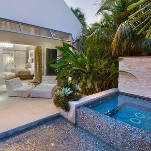 Imagen de piscinas y jacuzzis costeros en patio lateral