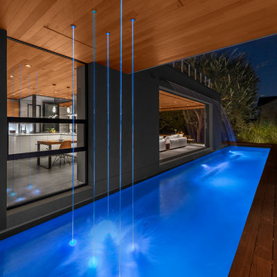 Example of a trendy lap pool fountain design in Los Angeles