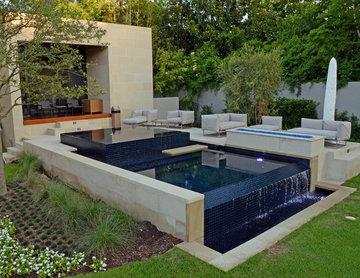 Modern Infinity Edge Pool & Spa