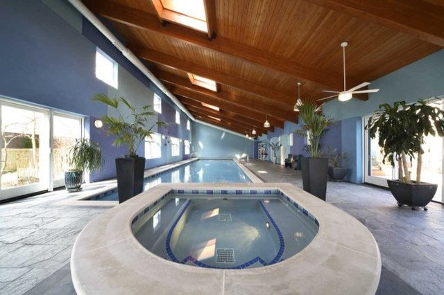 Modern Pool by Becker Architects Limited