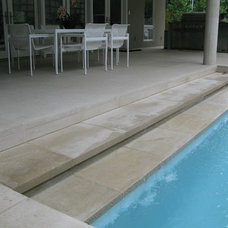 Modern Pool by David Rolston Landscape Architects