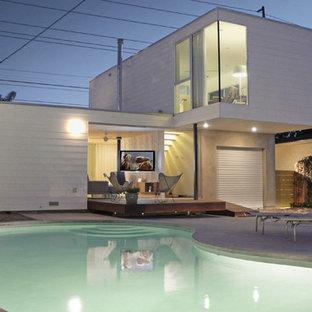"""Idee per una piscina minimalista a """"C"""" dietro casa"""
