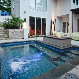 Ejemplo de piscinas y jacuzzis modernos, pequeños, rectangulares, en patio, con losas de hormigón