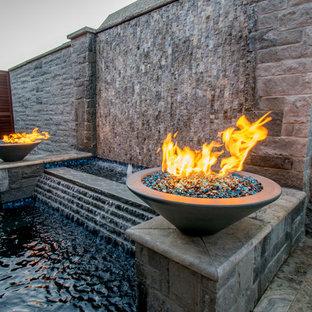 Imagen de piscinas y jacuzzis minimalistas, pequeños, rectangulares, en patio, con adoquines de piedra natural