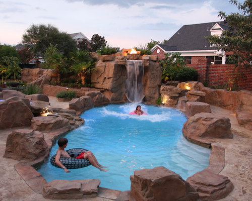 imagen de piscina con tobogn natural rural