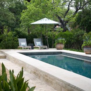 Imagen de casa de la piscina y piscina alargada, clásica, grande, rectangular, en patio trasero, con adoquines de piedra natural